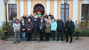 Veterinäre vor Schloss Skottorp
